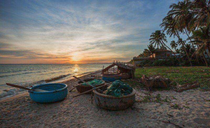 На окраине рыбацкой деревниphoto preview