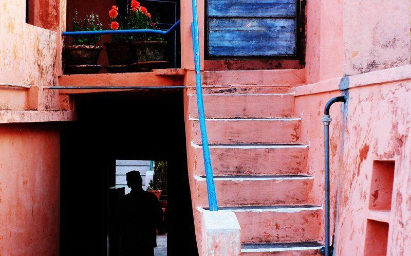 Человек лестница в облакаphoto preview
