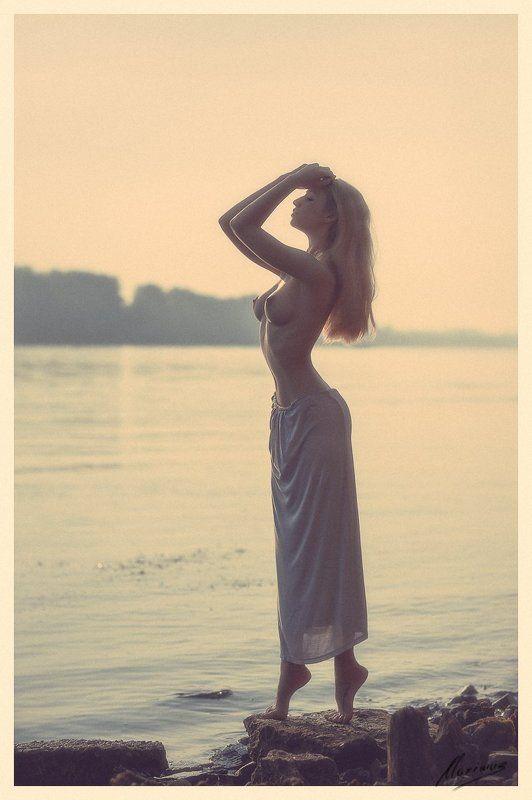 девушка, портрет, ню, лето, природа, река Early morningphoto preview