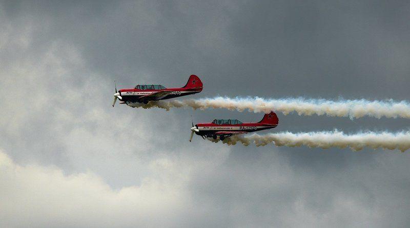 Flugzeuge, Luftfahrt, Reportage, авиашоу, высший пилотаж, гражданская авиация, дым, небо, петля нестерова, репортаж, самолёт, спорт, як-52 \
