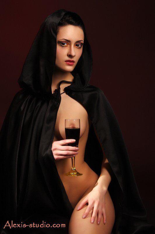 девушка, шатенка, черный балахон, бокал, краное вино, alexis-studio.com С ВЕСНОЙ ВАС ТОВАРИЩИ!!!...photo preview