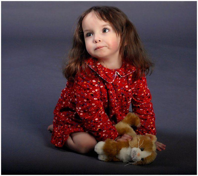 портрет, девочка, игрушка, ребенок Котятаphoto preview