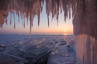 За ледяными занавесками...