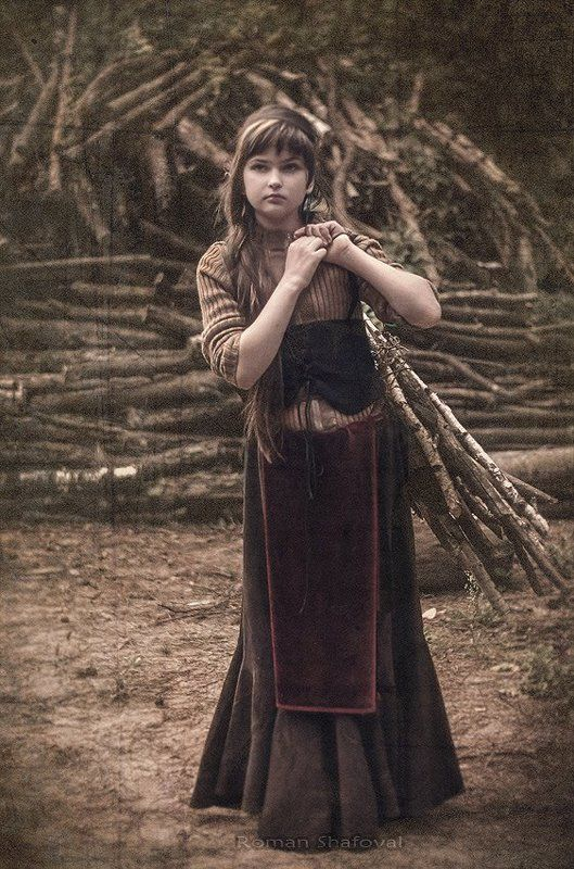 девочка с вязанкой дров....photo preview