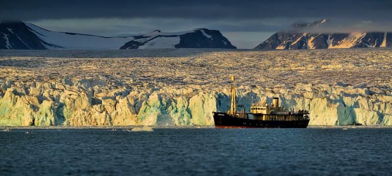 Арктика шпицберген, Корабль, Море дикая природа, Ориго, Полярный день, Рассвет, Северное море полярным днем в далекой Арктикеphoto preview