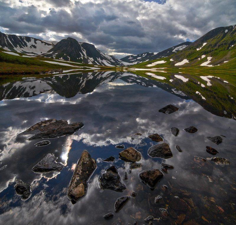 Горное озеро в Долине вулканов.photo preview