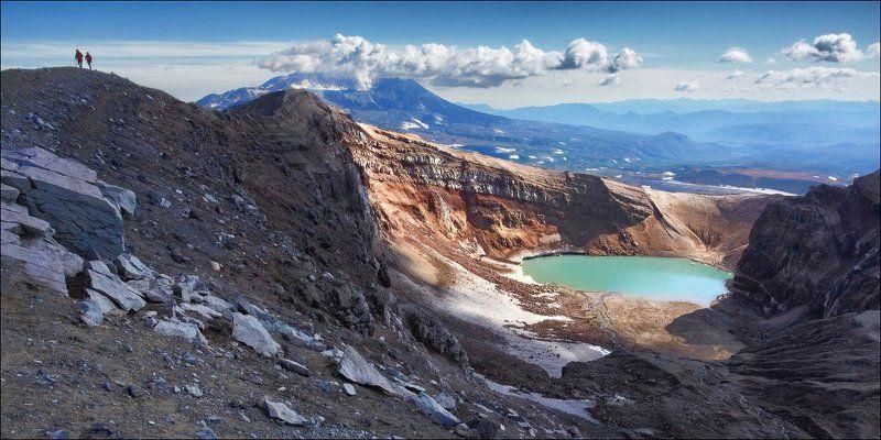 Вулкан Горелый, вулкан Мутновский и два человечка.photo preview