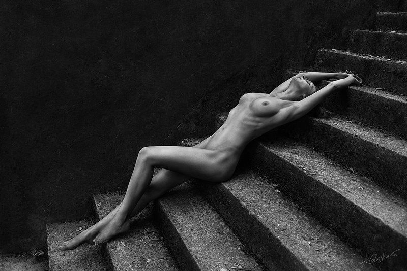 Beauty, Body, Diagonal, Nature light, Nude, Stairs stairs and diagonalsphoto preview