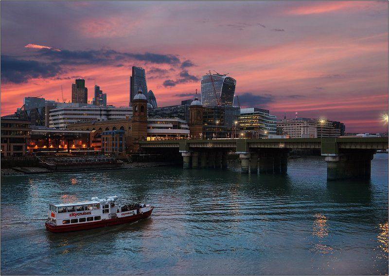 Проплывая мимо Лондонского Ситиphoto preview