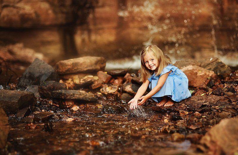 Брызги, Вода, Водопад, Девочка, Дети, Детская радость, Детская съемка, Лето, Ручей, Улыбка У ручья)photo preview