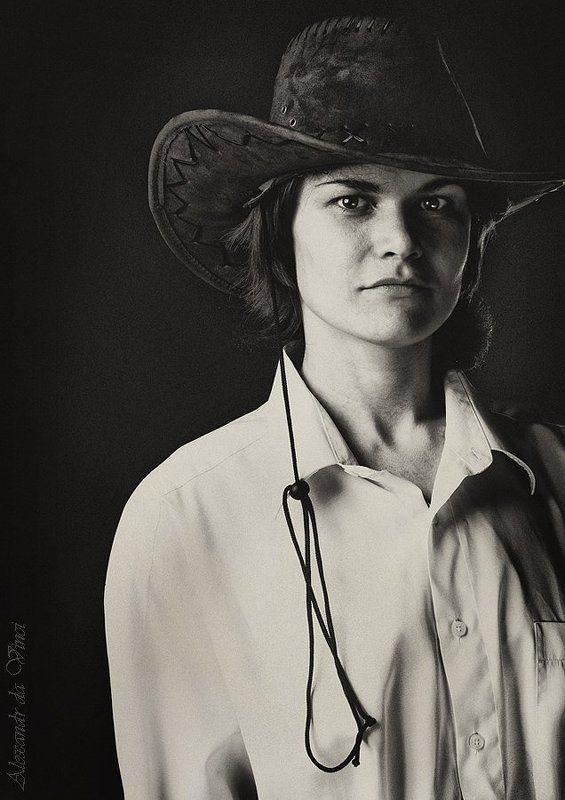 портрет, ковбойская шляпа, ковбой, девушка ковбой, девушка в шляпе Наташаphoto preview