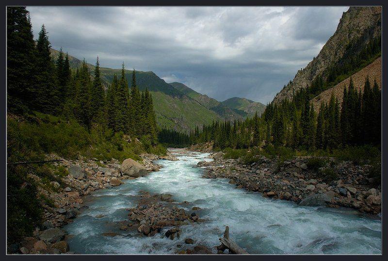 горы,природа,река,скалы,камни,облака,ущелье,лес,трава Убегающая вдальphoto preview