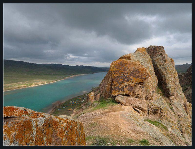 природа,скалы,река,долина,палатки,лагерь,весна,тучи,непогода,свет Еще не вечерphoto preview