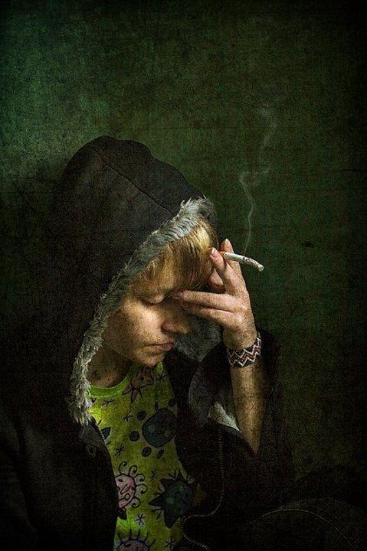 дым,как,жизнь,вверх,стелится,дыханием,либо,к,земле,клонится,да,тает Дымphoto preview