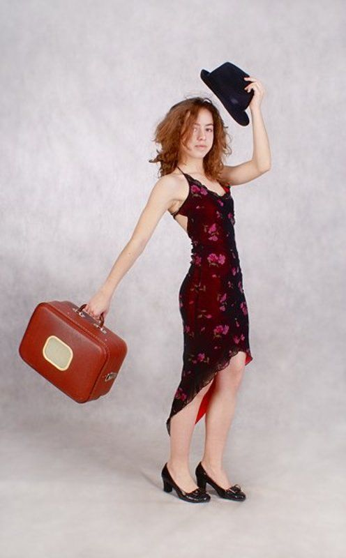 девушка, чемоданчик, шляпа Пора в Питер!photo preview