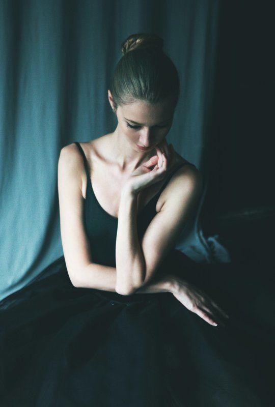 Girl in blackphoto preview