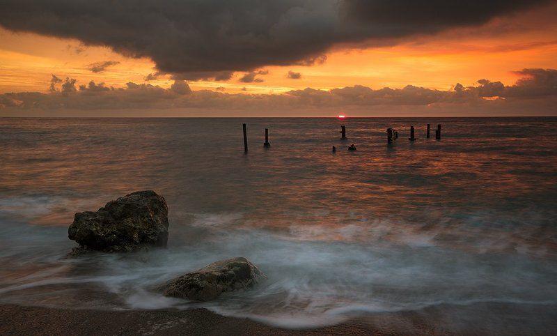 крым., пейзаж., море., берег., небо., облака., утро., камни. Краски утра.photo preview
