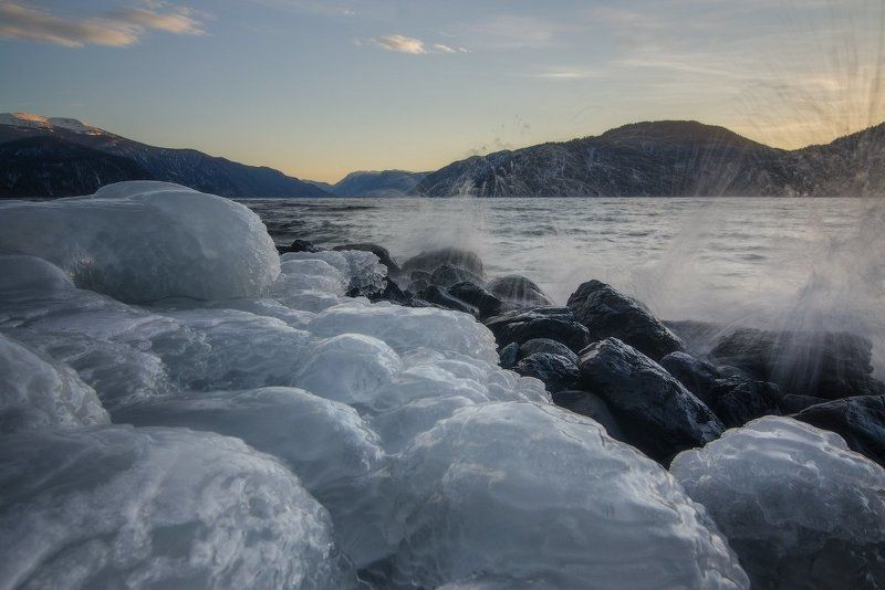 алтай, Алтайский заповедник, Телецкое озеро Льды и волны Телецкого озера.photo preview