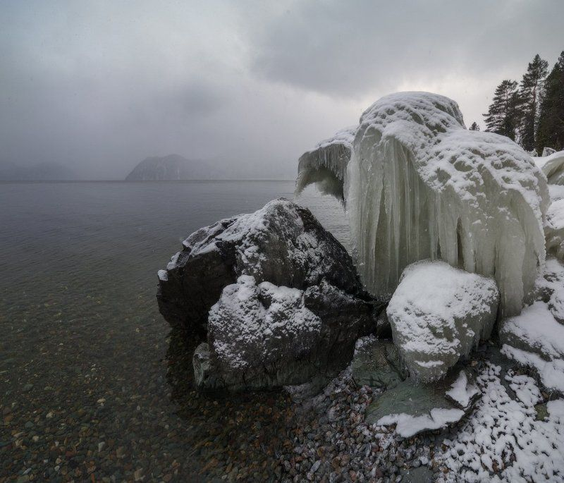 Застывшие мгновения Телецкого озера или в лапах сибирской зимы.photo preview