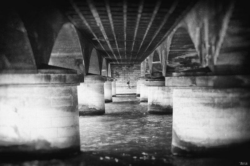 Paris, Мост, Стрит под сводами мостаphoto preview