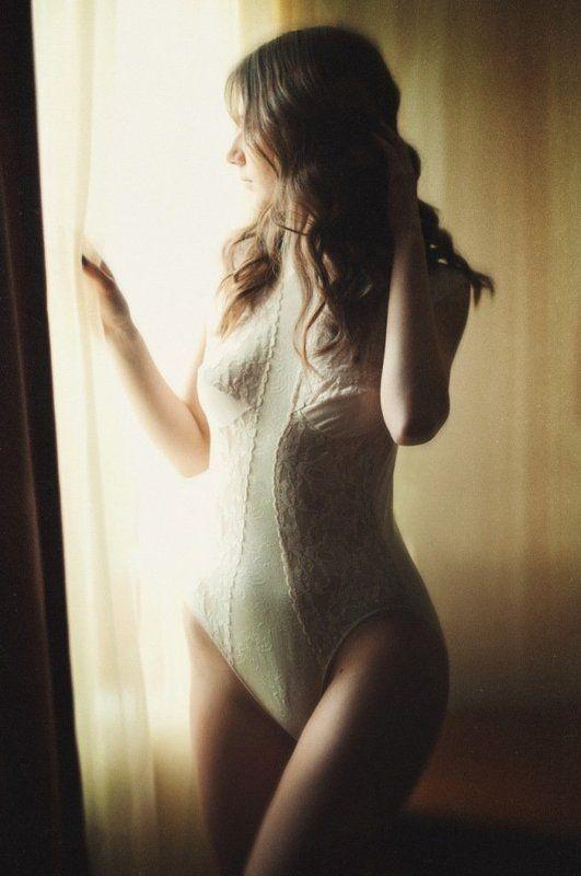 body, girl, erotic, vindow, 50mm, morning Helenphoto preview