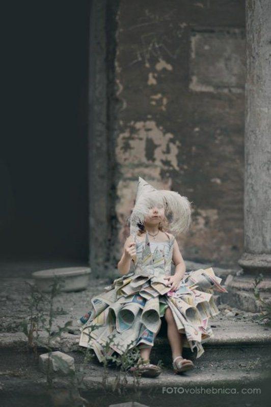 Детский портрет, Детство, Заброшенное здание, Мука, Платье из газет, Семечки, Шелуха Семечковая феяphoto preview