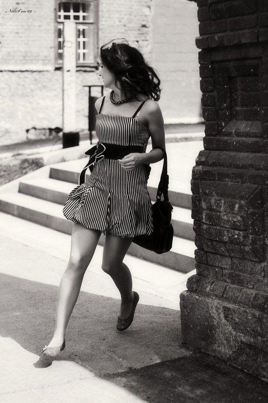 бег,платье,ретро,поворот Летящей походкой ты вышла из мая...photo preview