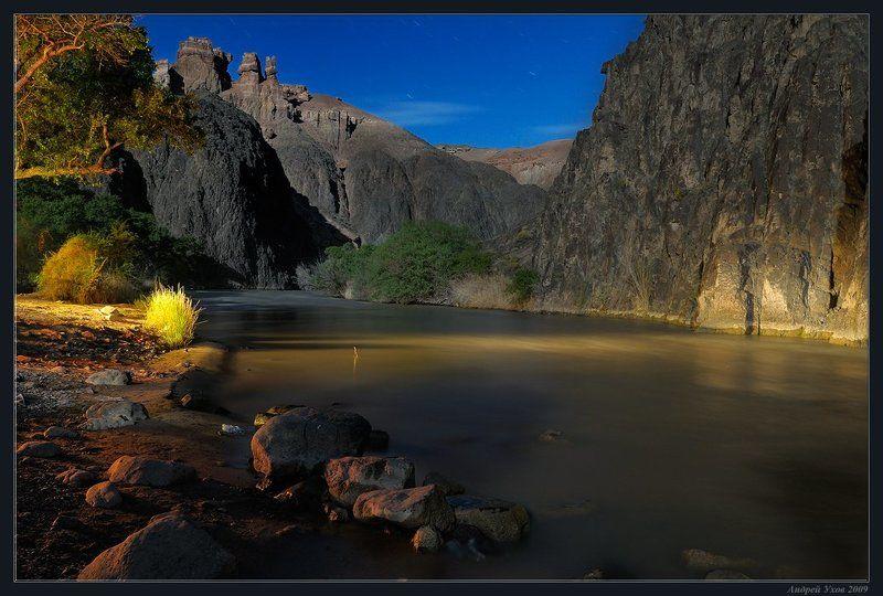 природа,скалы,река,каньон,ночь,полнолуние,камни,течение,берег,заросли На чужой планетеphoto preview