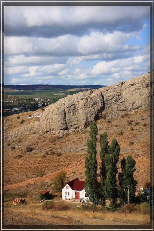 крым, горы, холмы, ясень У подножия горphoto preview
