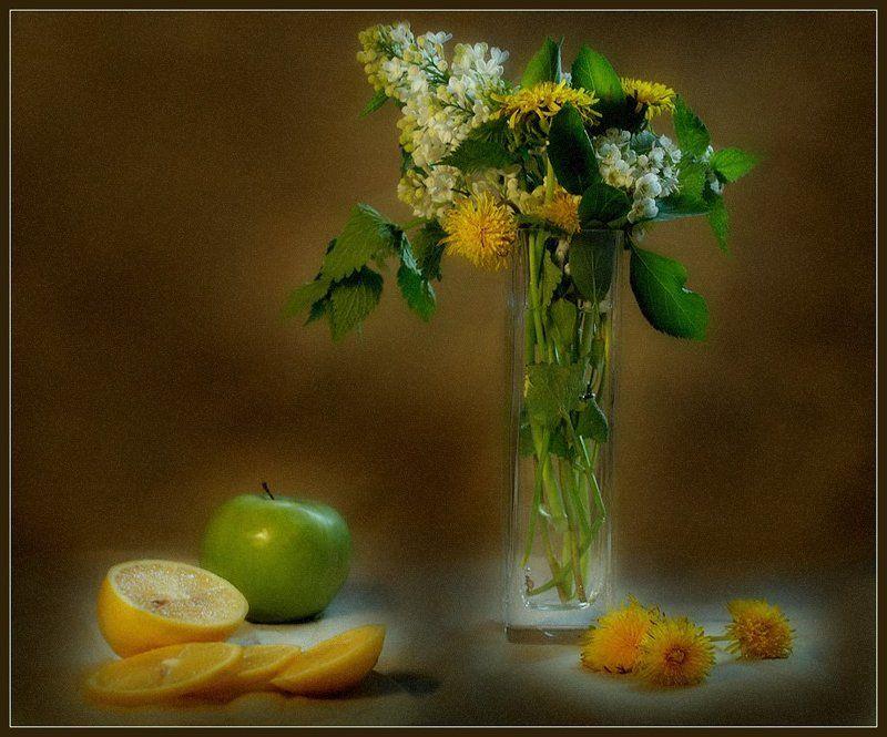 натюрморт, букет, цветы, лимон, яблоко Жёлто-зелёный натюрморт...photo preview
