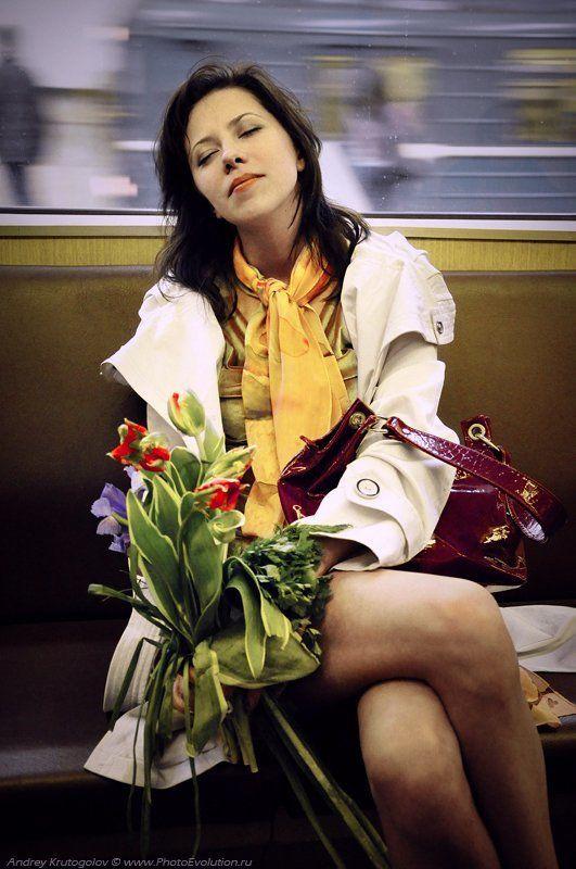 город, метро, цветы, букет, настроение, Добрый шумный город 2photo preview