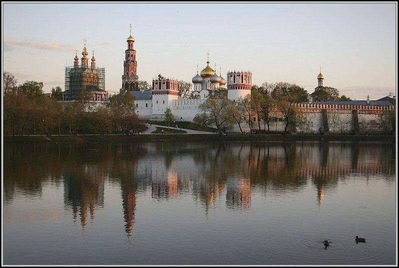 город, пейзаж Новодевичий монастырь на Девичьем полеphoto preview