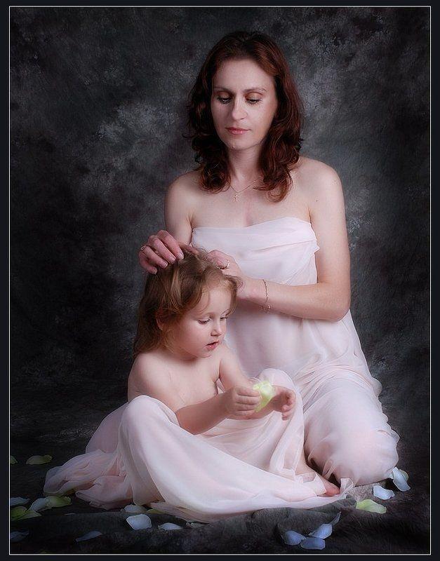 портрет, женщина, ребенок, дочь, мать, нежность, любовь Нежность...photo preview
