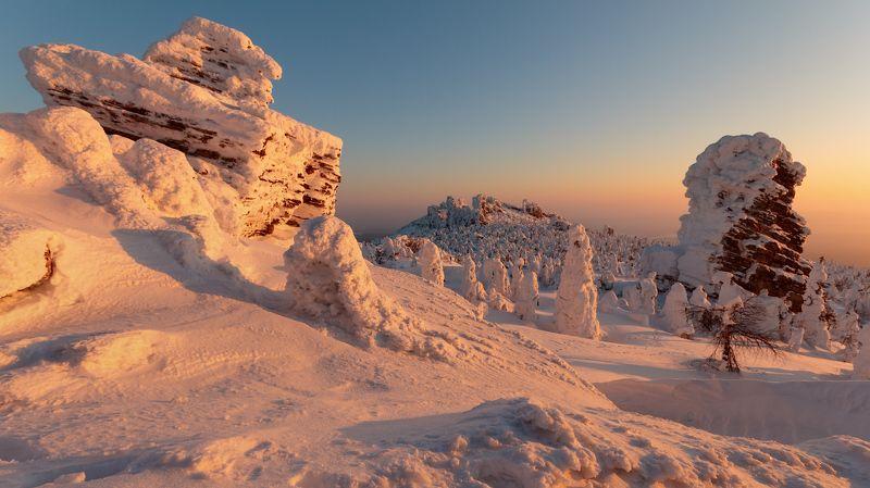 Пейзаж, Пермский край, Северный урал Рассвет, закат и лунная ночь на Колчимском камнеphoto preview