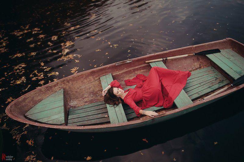 девушка, река, пленэр, осень, лодка, платье deep waterphoto preview