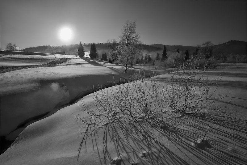 Зимнее солнце виды тени Тени исчезают в полдень...photo preview