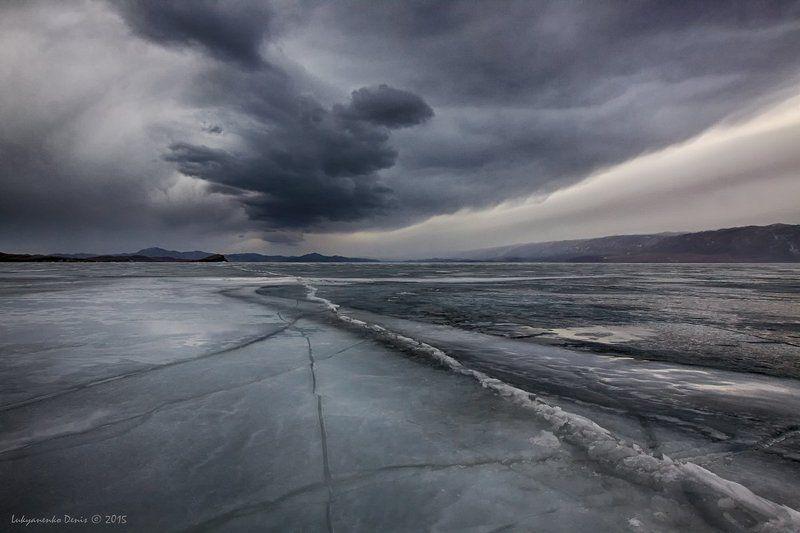 2015, Байкал, Горы, Лед, Линии, Март, Небо, Россия, Трещины, Тучи Гнев Байкалаphoto preview