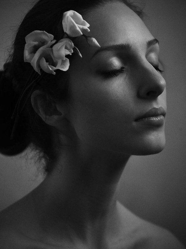 портрет, черно белое фото, портрет девушки, черно белое Софияphoto preview