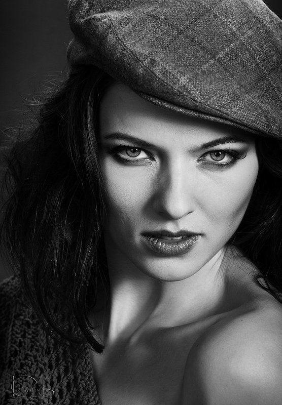 Женские портретыphoto preview