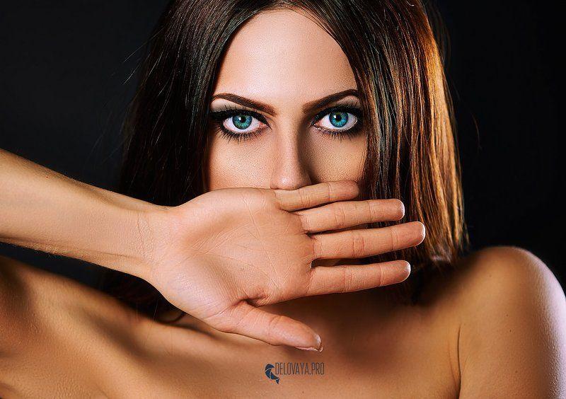 , Nikon, глаза, гламур, голубые глаза, Девушка, декоративно, макияж, рука, студия Говорящая глазамиphoto preview