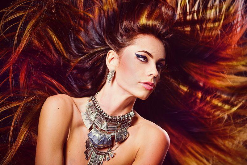 Девушка, украшения, волосы, гламур, декоративно, макияж, ветер, студия,  Она - солнцеphoto preview