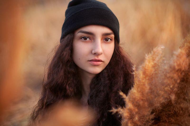 камыш девушка портрет камышиphoto preview