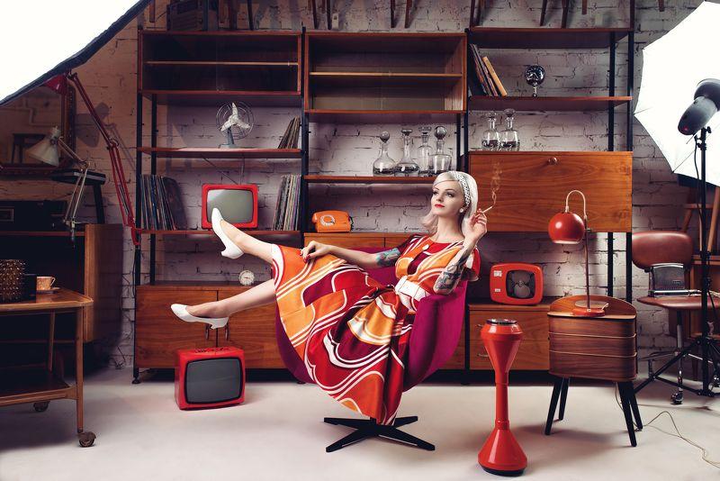 retro vintage pinup model portrait strobe strobist At the vintage storephoto preview