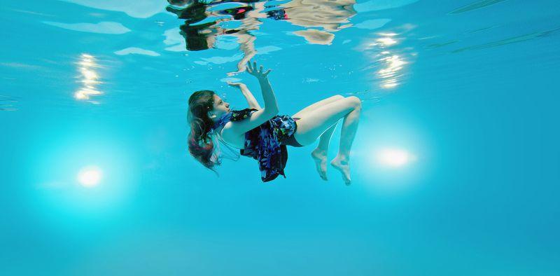 водой, Невесомость, Отражение, под, Подводная съемка, Подводная фотография Отражениеphoto preview