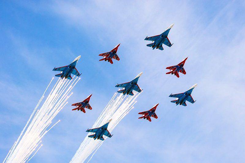 Российские летчики поздравили ветеранов с Днем Победыphoto preview