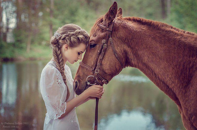 Девушка, Лошадь, Озеро ...photo preview