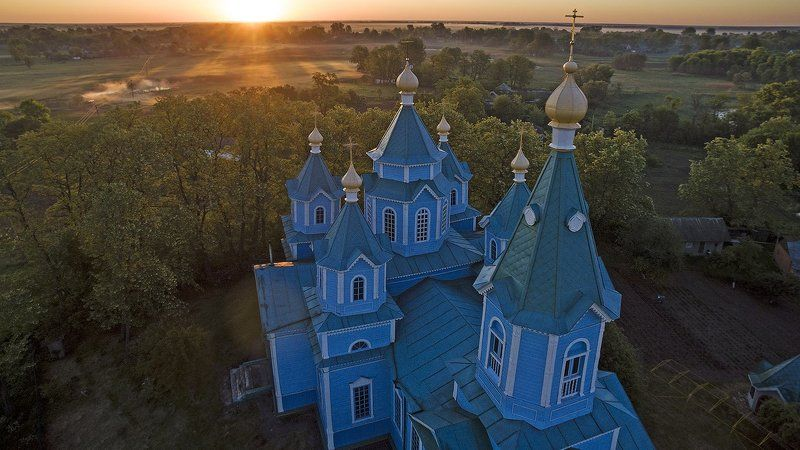 Восход над Церковьюphoto preview