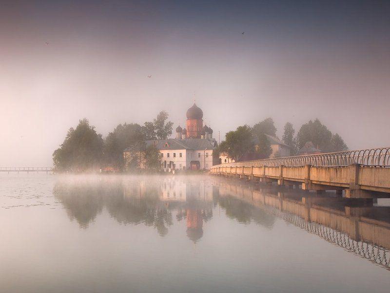 Введенское, Вятское, Монастырь, Озеро, Отражение, Туман Штору тумана приподняв над водойphoto preview