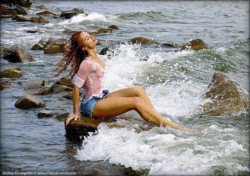 вода,  берег,  море,  волны,  пена,  девушка,  камни,  ветер,  волосы,  ноги,  власть,  чувства Ветерphoto preview