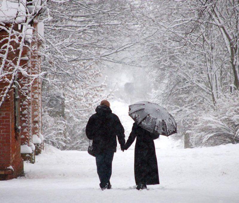 пара, прогулка, снег однажды зимой...photo preview